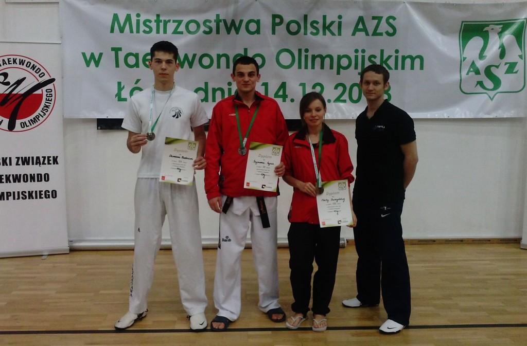 reprezentacja AZS AWF Wrocław wraz z trenerem Adrianem Iwanowskim